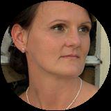 Stefanie Selzer1